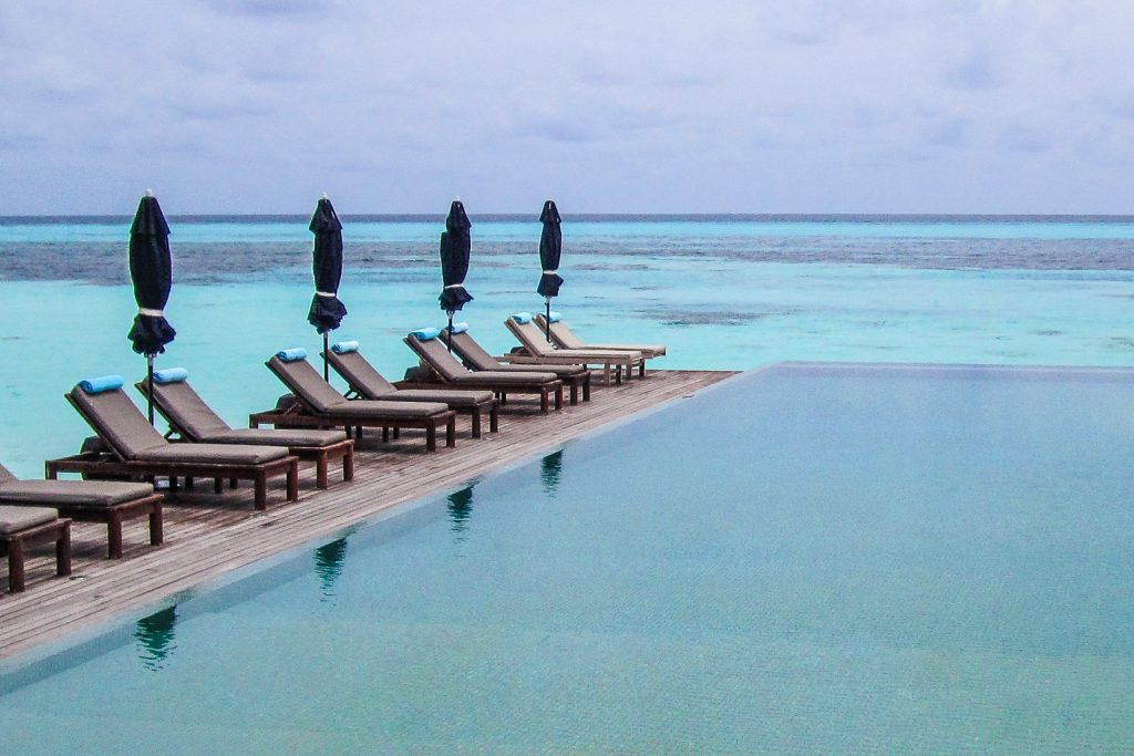 Maldives resorts all inclusive packages make the best luxury holiday. The best maldives resorts have infinity pools.