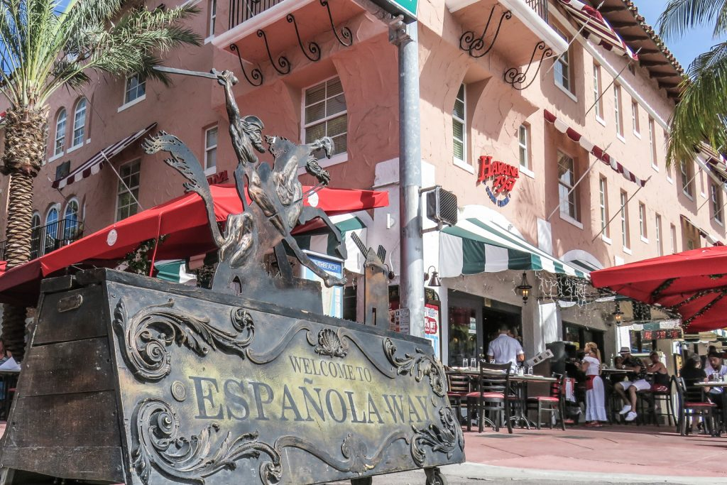 Espanola Way Miami, things to do in Miami beach. Espanola Way between collins avenue adn meridian avenues, is a mediteranean style enclave with slamon pink coloured buidlings and green palm tree lined avenue.