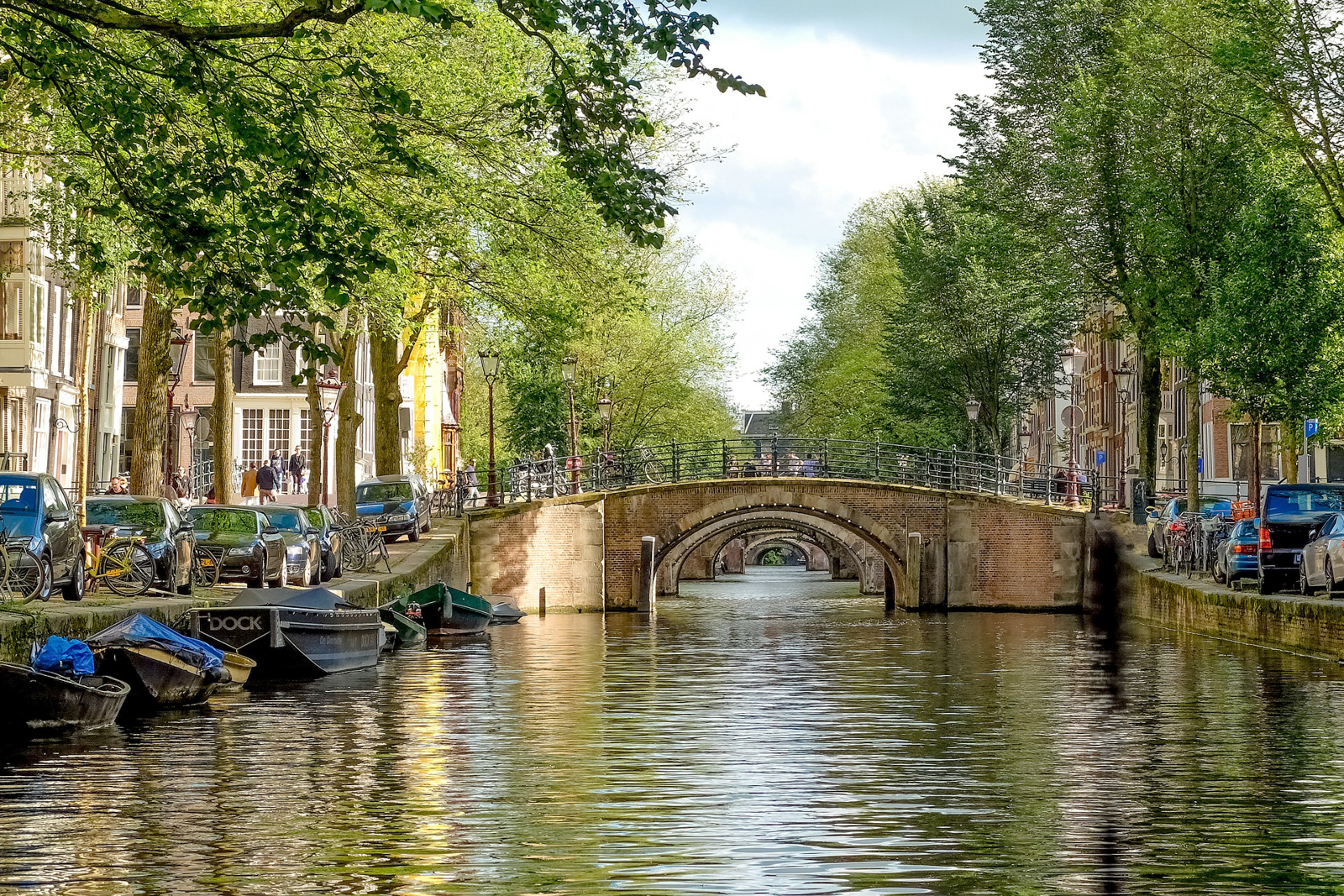 Things to do in Amsterdam tourist attraction like places to visit in amsterdam such as Amsterdam old town and Amsterdam Chrismas market.