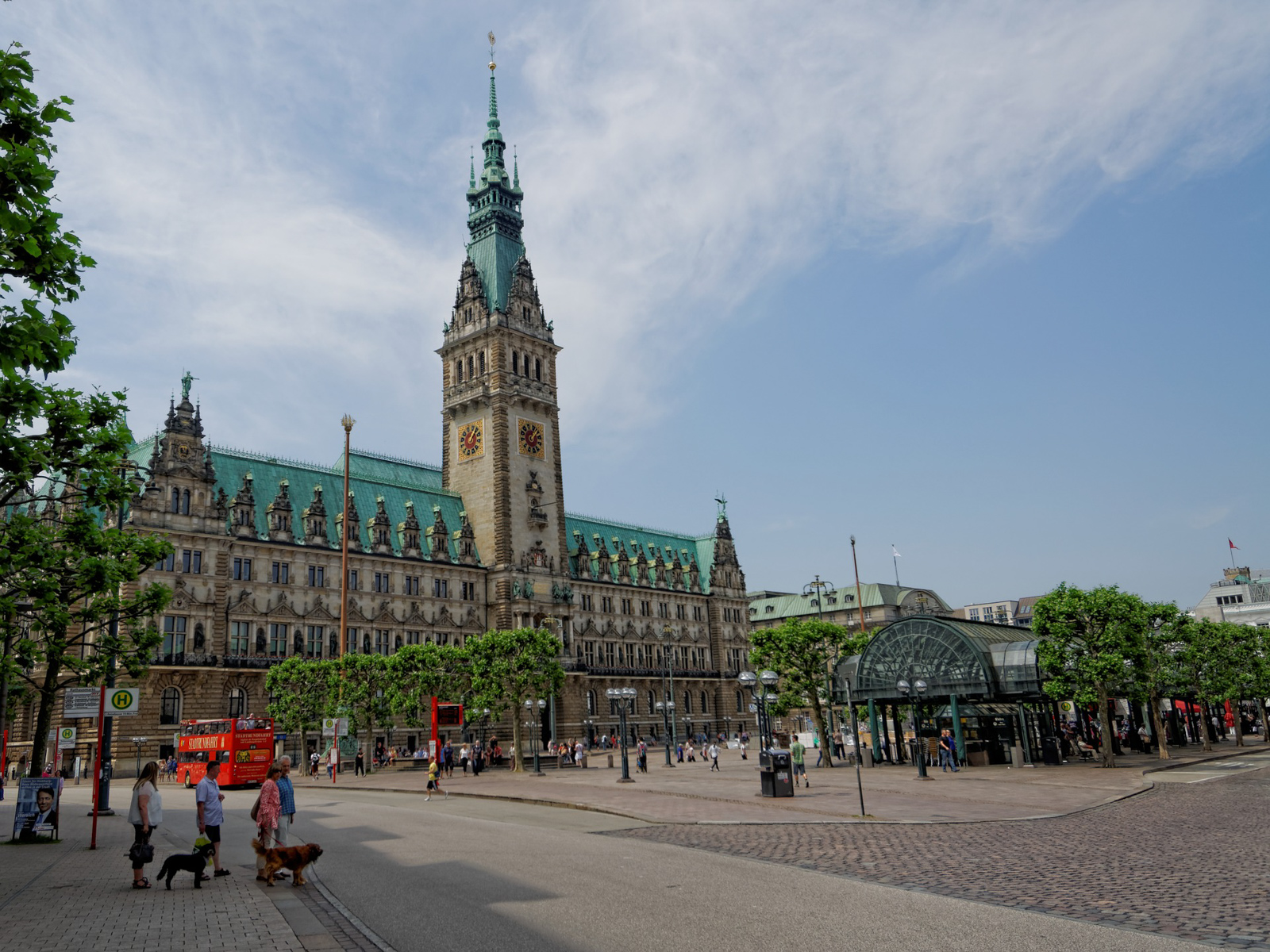THings to do in Hamburg City Hall near the best hotel in Hamburg and places to eat in Hamburg