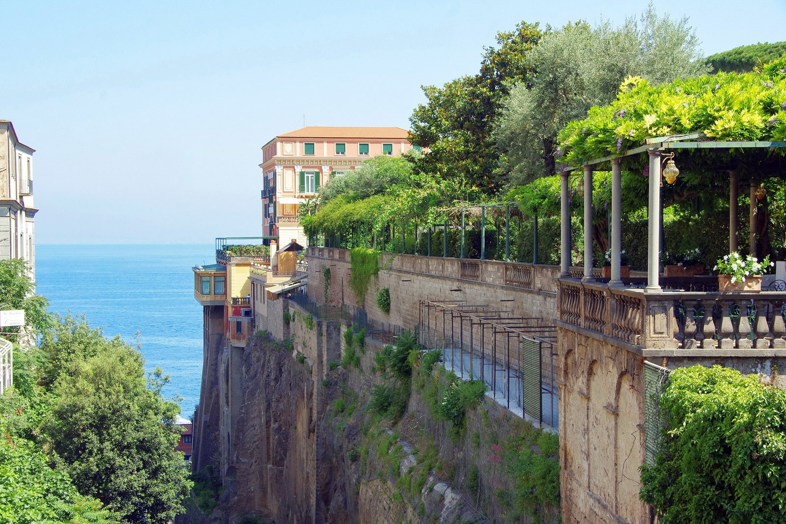 Things to do in Sorrento Italy Landmarks and best towns to stay in Amalfi Coast things to do.