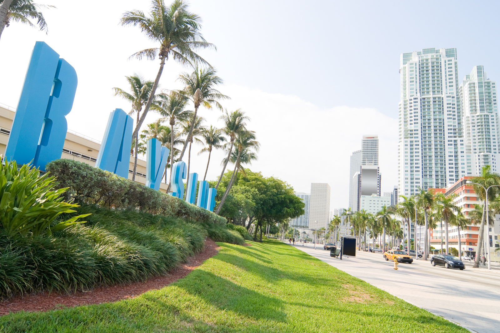 Biscayne Blvd in Miami, Florida in early morning light. Your guide for all the top Miami attractions and best things to do in Miami. There are Plenty of tourist attractions in Miami Florida. This Guide presented by Flying and Travel.
