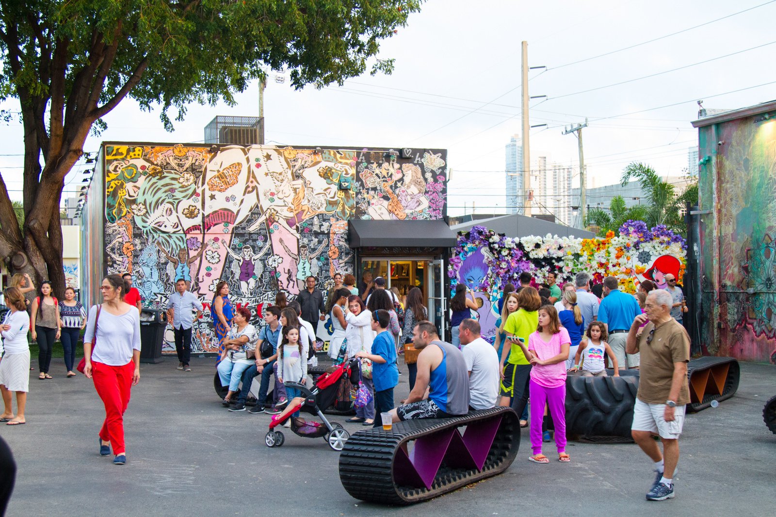 Art Murals at Wynwood is one of the best things to do in Miami. Wynwood is a neighborhood in Miami Florida which has a strong art culture presence and murals can be seen everywhere. Your guide for all the top Miami attractions and best things to do in Miami. There are Plenty of tourist attractions in Miami Florida. This Guide presented by Flying and Travel.