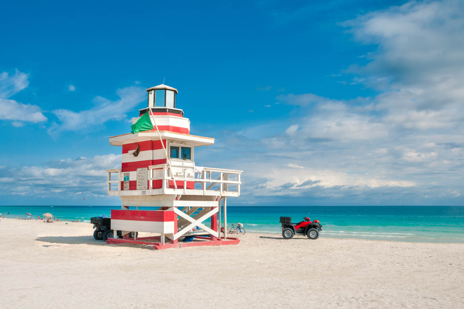 South Beach in Miami is among the best places to visit in Florida. There are other cool places to visit in Florida, but South Beach is one of the most popular.