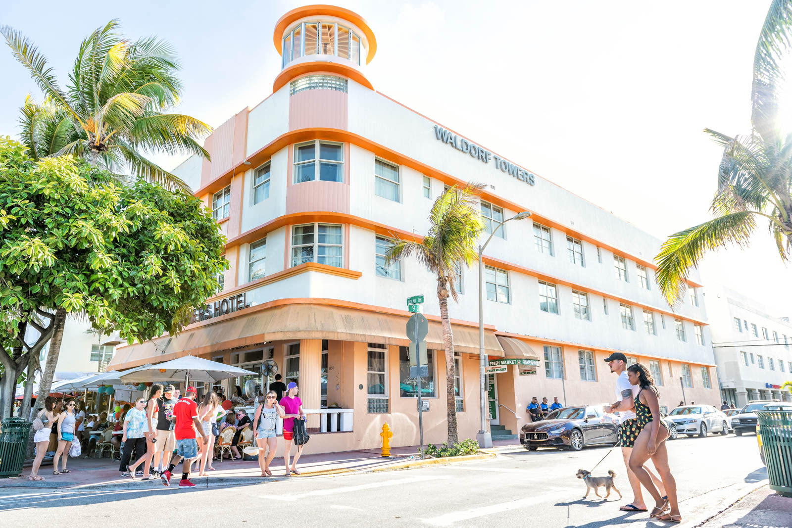 Ocean Drive at Miami Beach is one of the best things to do in Florida. THe people watching is incredible and one of the most popular places where to go in Florida.
