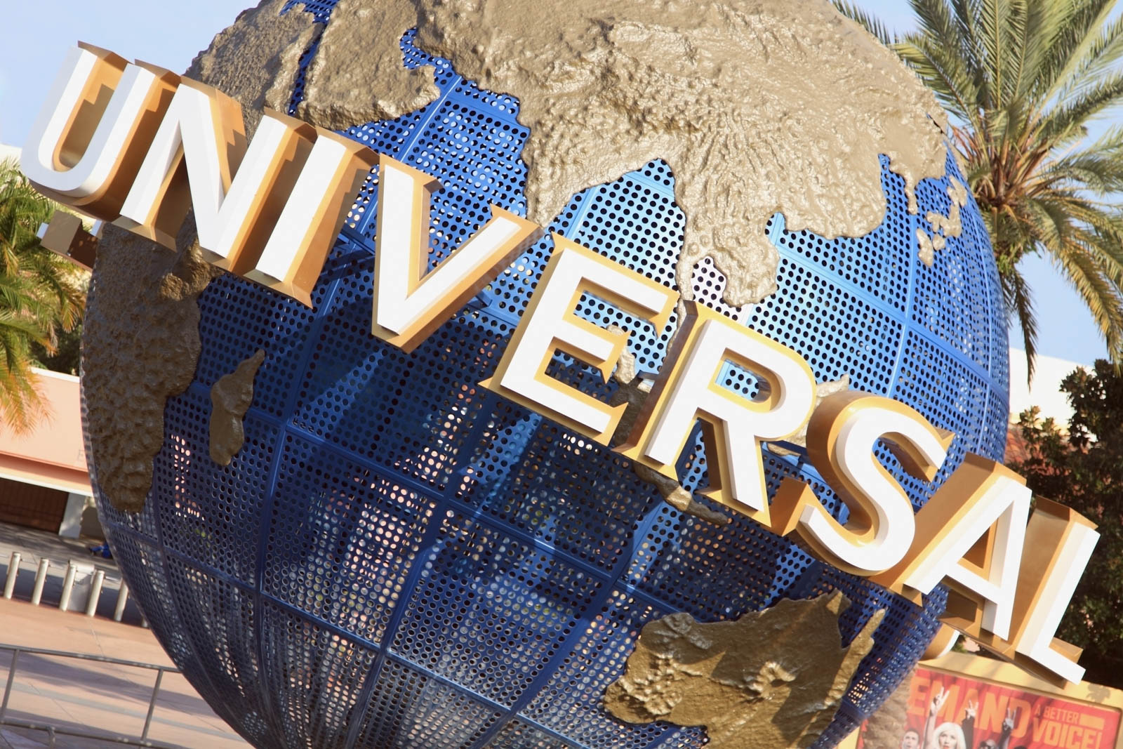 Universal Studio is one of the famous parks in Orlando. It is among the best things to do in Orlando and best places to go in Florida.