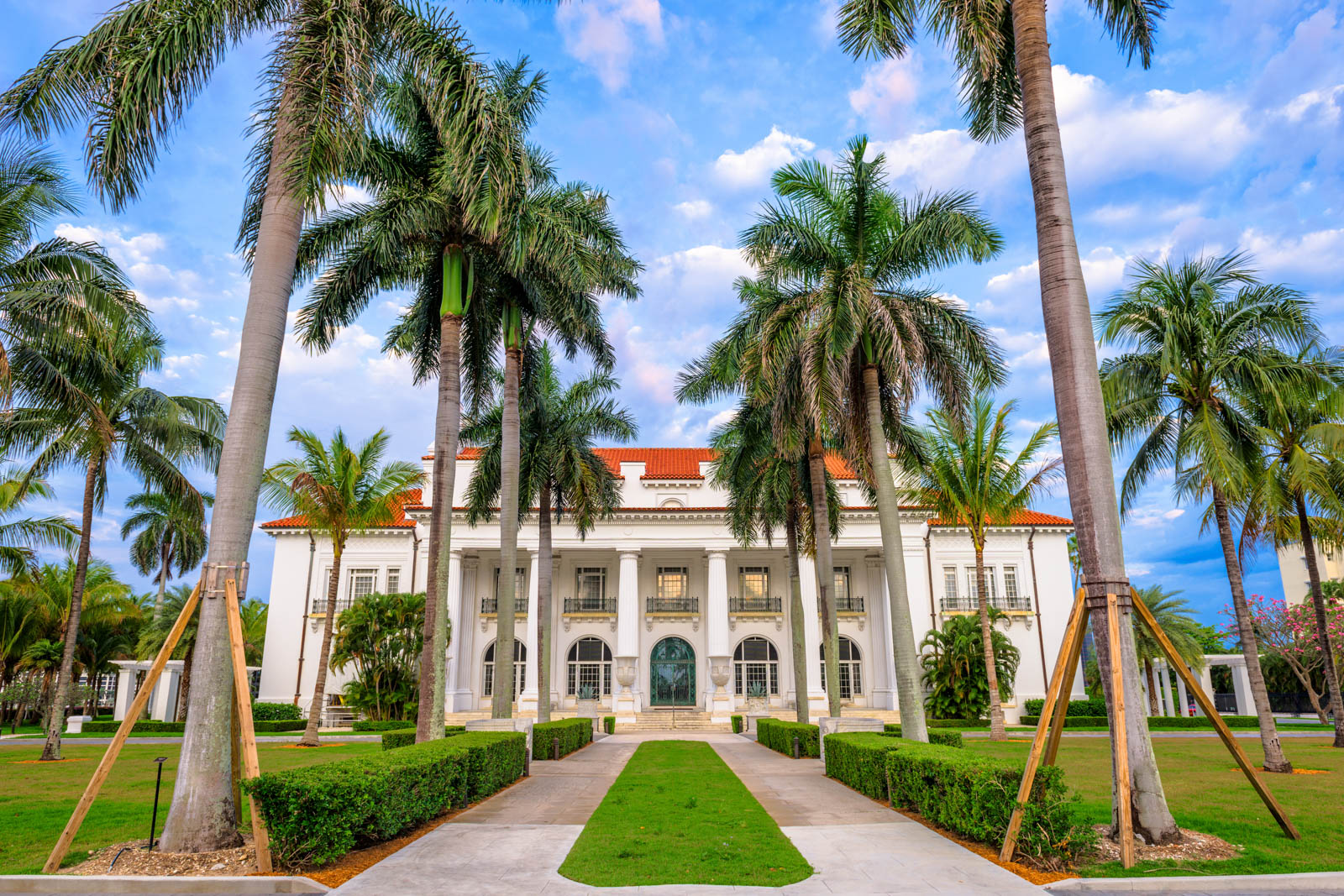 The Henry Flagler Museum exterior and grounds. Check out all the fun things to do in Florida West Palm Beach including the museum.